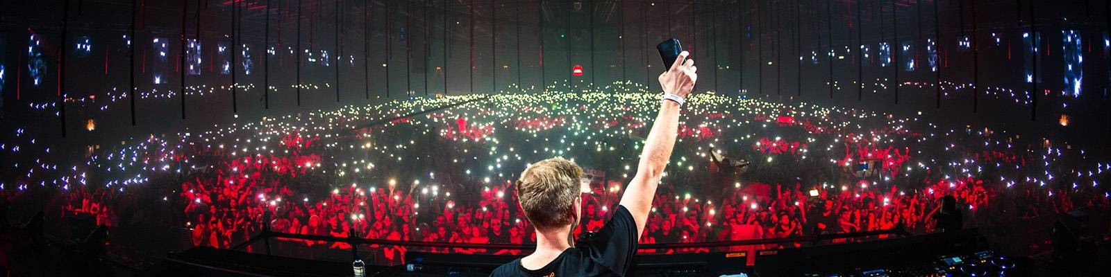Armin van Buuren's full A State Of Trance 850 set is available on YouTube!