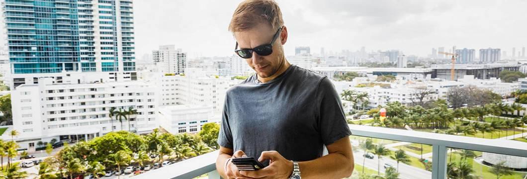 Armin van Buuren online on Facebook Messenger