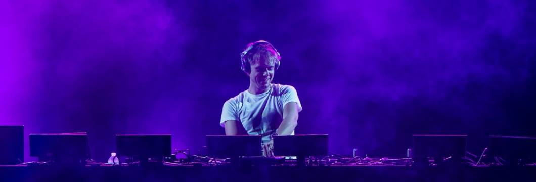 ASOT640: 'Love Never Came' new Tune of the Week!