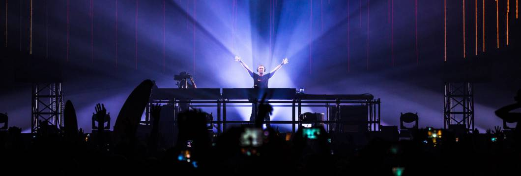 A State Of Trance Episode 913